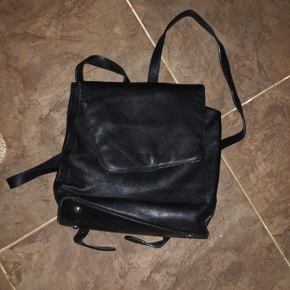 cc0cc3337f0c i santi Handbags - I santi backpack
